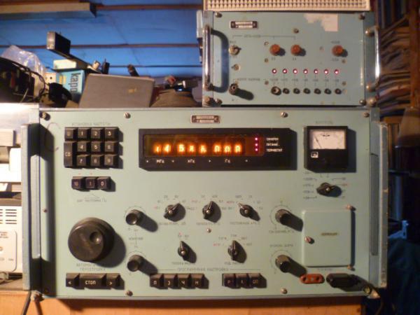 Радиоприемник Р-399 выполнен