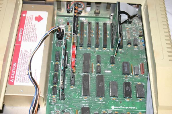 Персональный компьютер Apple II e